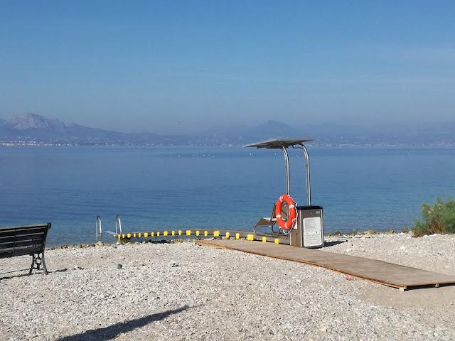 Ράμπα ΑμΕΑ για πρόσβαση στη θάλασσα σε παραλία στο Λουτράκι για 5η χρονιά