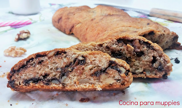 "alt=""brioche vegano integral con nueces y chocolate"""