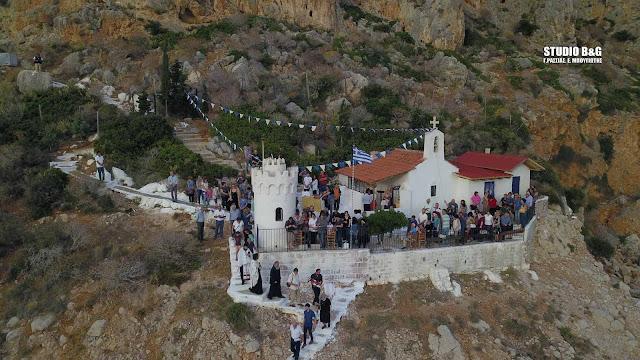 Ναύπλιο: Εσπερινός και λιτανεία της Ιεράς Εικόνας στο γραφικό εκκλησάκι του Αγίου Νικολάου στην Καραθώνα (βίντεο drone)