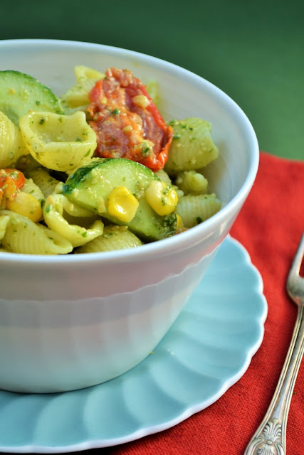 Best summer pasta salad (vegan)