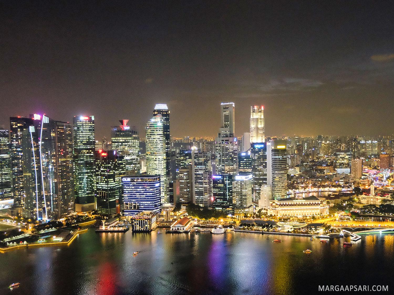 Singapore di malam hari