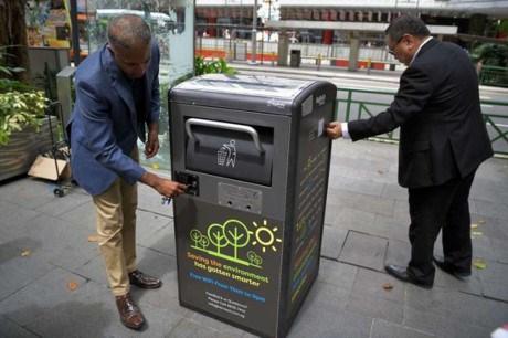 Thùng rác phát wifi ở Singapore