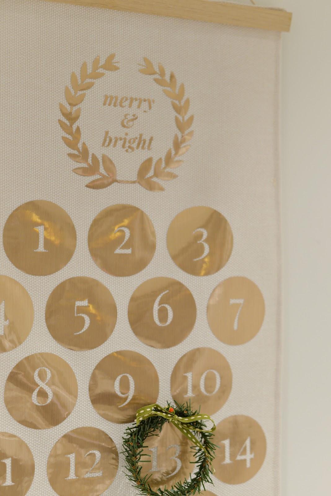 Cricut vinyl Christmas craft, modern traditional gold Christmas countdown calendar
