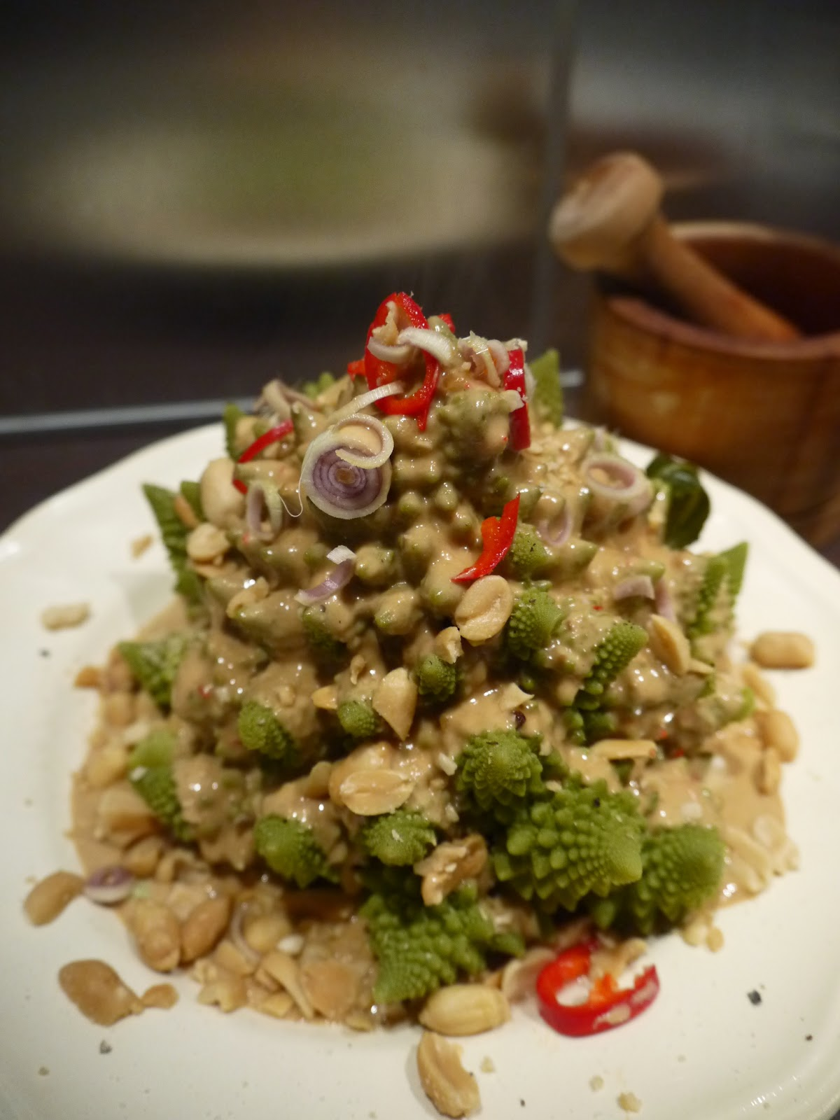 Romanesco with sate sauce by Appetit Voyage
