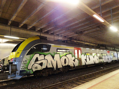 photo de graffiti sur des trains