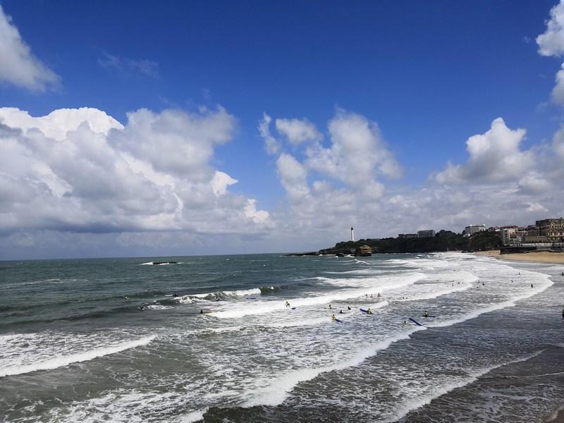 Surfers à Biarritz