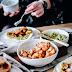 Opcja wege: pieczone chlebki z hummusem z awokado i pieczonym kalafiorem