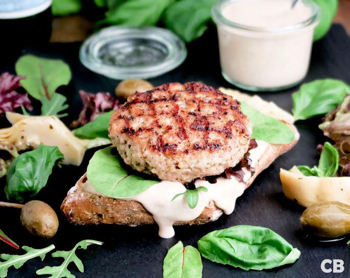 Vitello-tonnato-burgers: kalfshamburgers met tonijnmayonaise