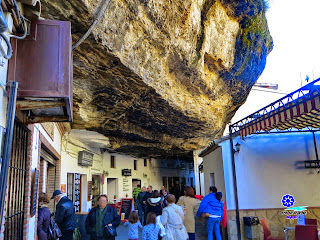 Setenil de las Bodegas - Calle Cuevas de la Sombra 02