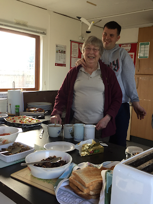 Lindengate Volunteer and Gardener cook breakfast