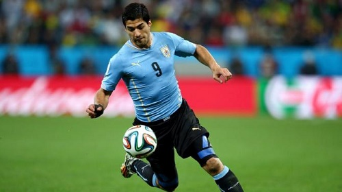 Luis Suarez nén đau để ra sân