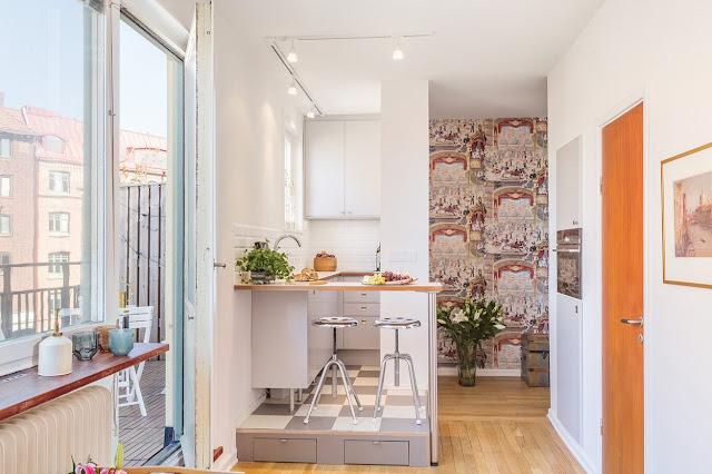 Living pe balcon într-o garsonieră de numai 24 m²