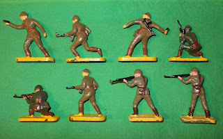 65mm Figures; 65mm Toy Soldiers; PZG Infantry; PZG Plastic; PZG Soldiers; PZG Toy Soldiers; PZG Toys; Officer; Plastic Officer; Plastic Toy; Plastic Toy Soldiers; Polak Infantry; Polish PZG; Polish Infantry; Polish Plastic; Small Scale World; smallscaleworld.blogspot.com; Soldier; Soviet Era Toy Officer; Soviet Era Toy Soldiers; Vintage Plastic Figures; Vintage Soviet Figures; Vintage Soviet Toys; Vintage Toy Soldiers; Vintage USSR Toys;