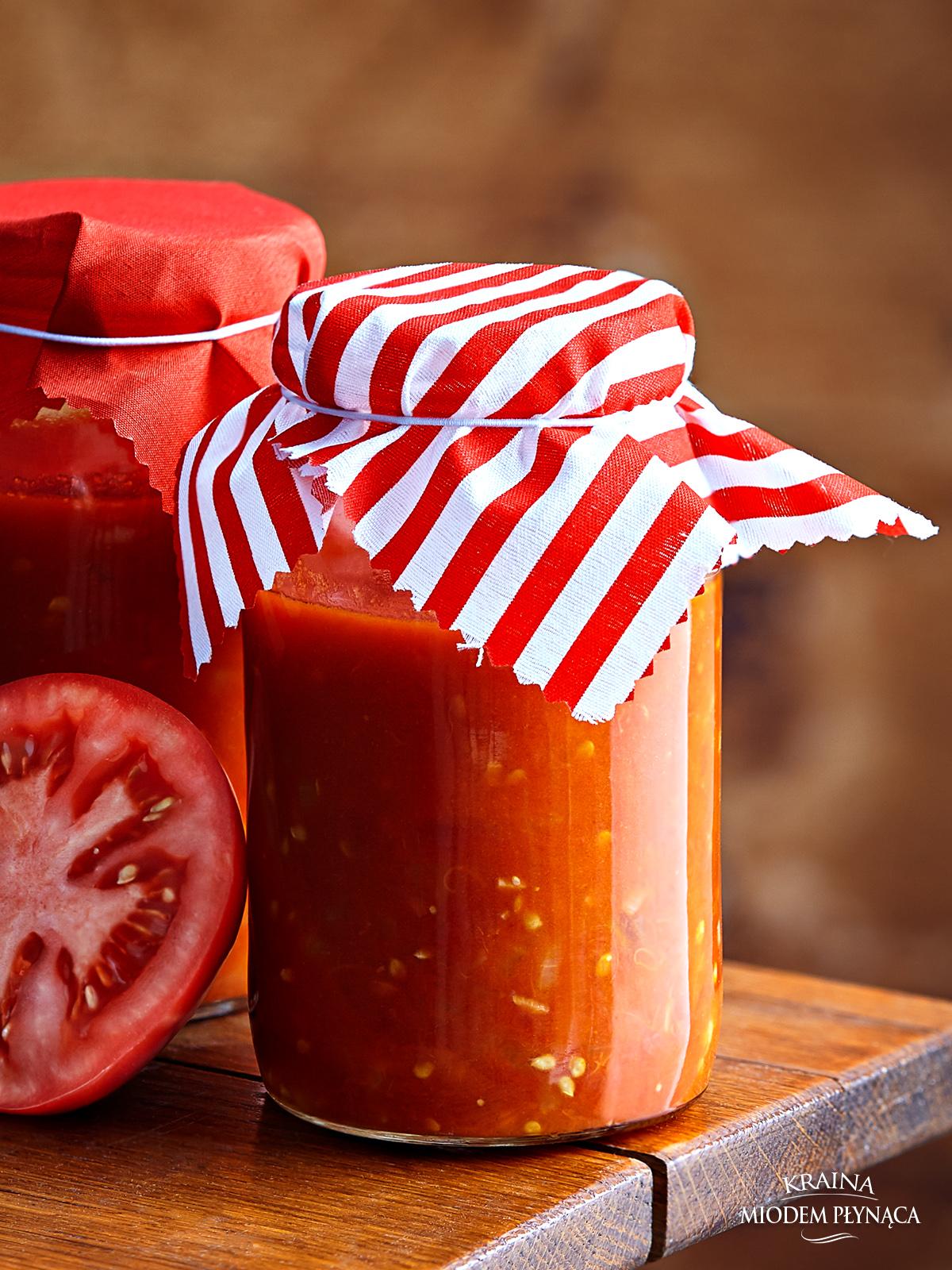 sos ze świeżych pomidorów, domowy sos pomidorowy, sos z pomidorów malinowych, makaron z sosem pomidorowym, makaron z pomidorami, wegetariański sos, makaron w sosie wegetariańskim, kraina miodem płynąca