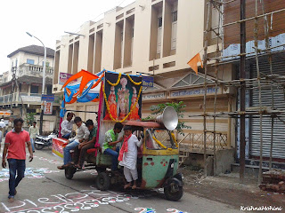 Image: Vehicle with devotees ahead Balaji Ratha