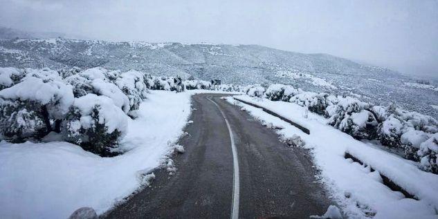 Χιόνια και στην Πάρνηθα – Σε κλοιό κακοκαιρίας η χώρα