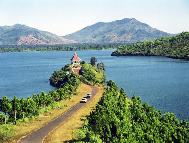 admire stunning beauty of Great Lake