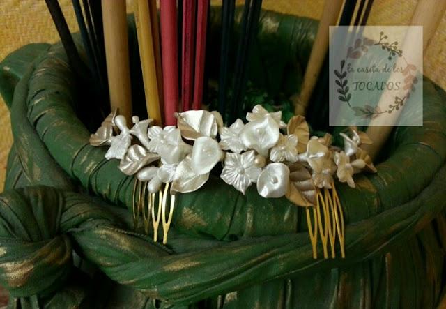 peineta romántica y totalmente artesanal en blanco perla y champagne con flores y hojas