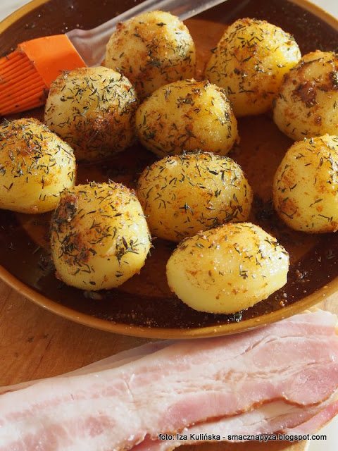 ziemniak z rusztu, grillowanie, grill, kartofelki pieczone, ziemniaki grillowane, boczek wedzony, pieczone ziemniaki, pomysl na grilla