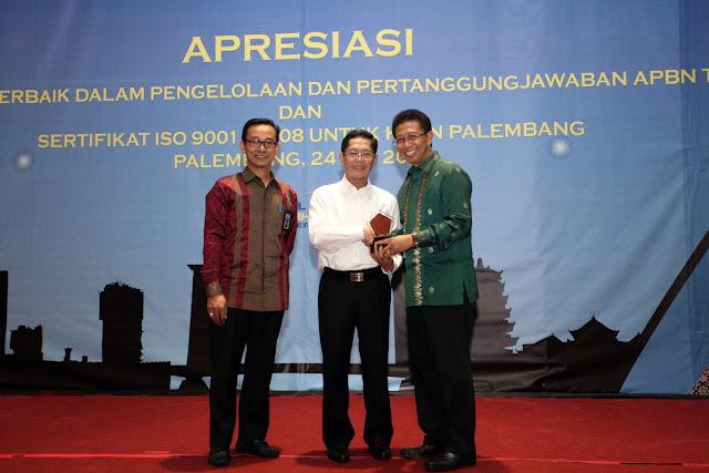 KPPN Palembang Terima Sertifikasi ISO 9001 : 2008