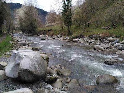 Riu Garona al seu pas per Vielha