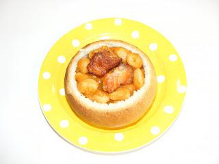 retete culinare fasole cu afumatura in paine la cuptor,