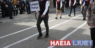 """Ο μαθητής που γύρισε το κεφάλι του στους επίσημους στην παρέλαση του """"ΟΧΙ"""""""