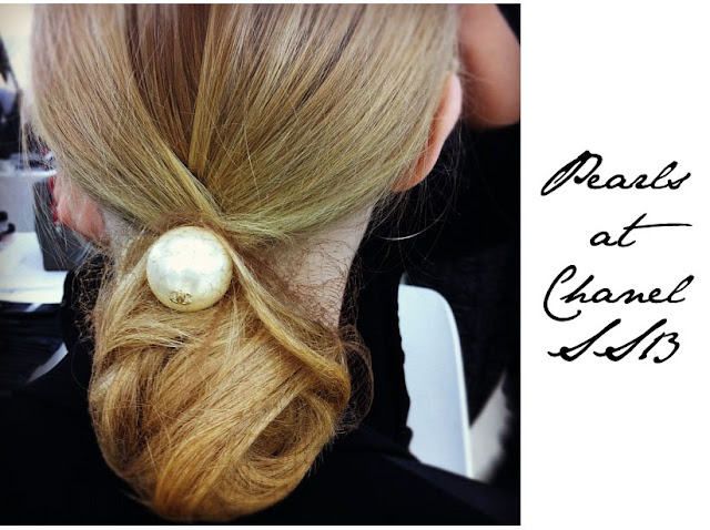 Chanel pearls hair lagerfeld
