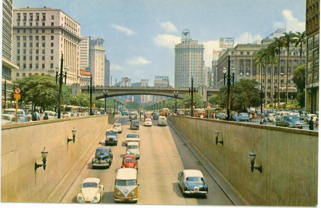 Fotografia do centro de São Paulo por volta dos anos 70