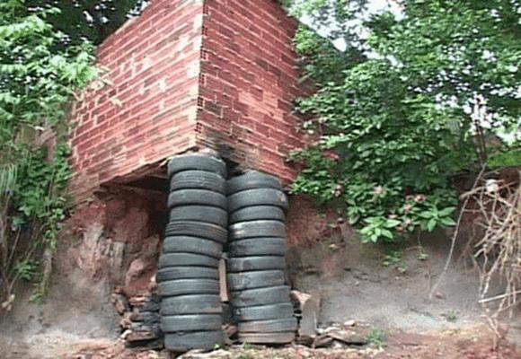 infância-barraco-sustentado-pneus