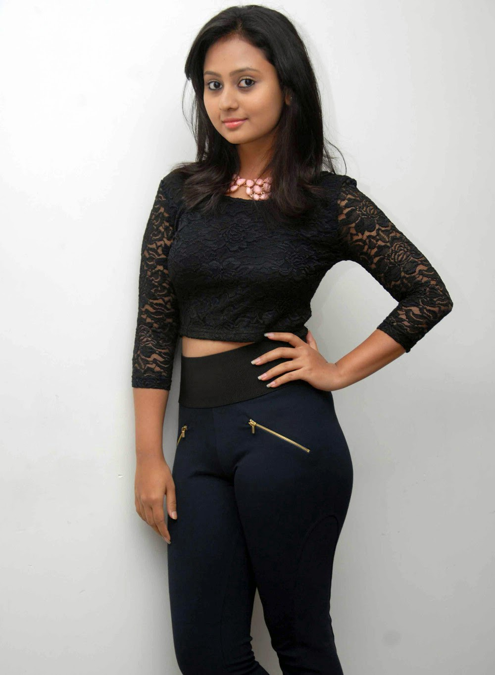Sexy Kannda Young Actress Amulya With Skin Tight Leggins -6345