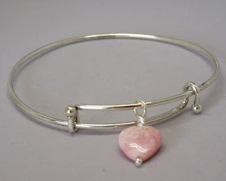 Adjustable bracelet with pink heart