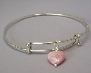 Adjustable bracelet with pink heart