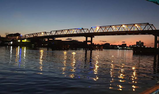 Kapuas Bridge at night. Photo courtesy Dede Rahmat Hidayat