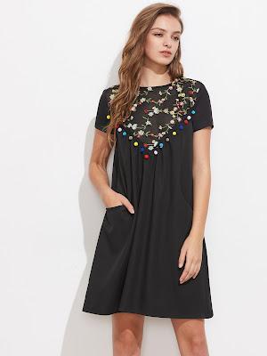 Czarna sukienka z pomponami