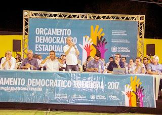 Ricardo participa do ODE em Cuité e entrega nove ônibus, laboratórios de informática e carteiras escolares