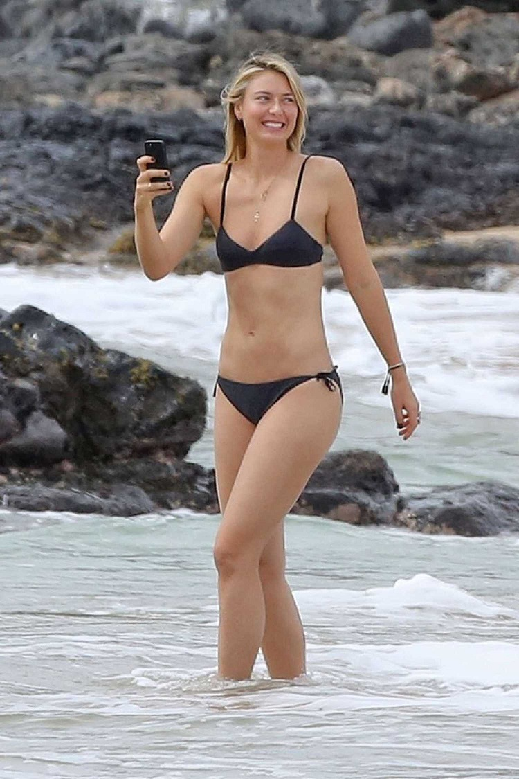 Maria Sharapova bares lithe physique in skimpy black bikini in Hawaii