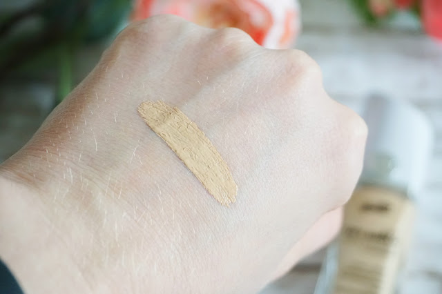 Swatch 24/7 City Shield matte foundation + concealer in 010 porcelaine