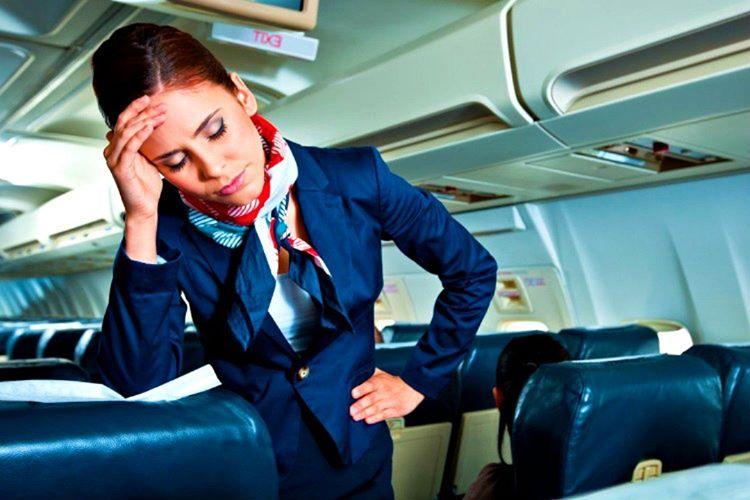 Uçak kabin memuru yerinizi değiştirme gibi bir yetiye sahip değildir, zaten yerinizi sonradan değiştiremezsiniz.