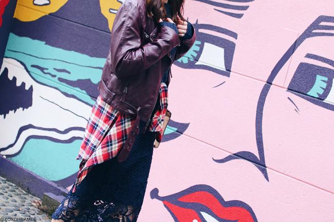 日本人ファッションブロガー,MizuhoK,今日のコーデ,2017年2月11日,YOINS-バーガンディーライダースジャケット,Forever21-ネイビースパンコールセーター,Sammydress-ネイビーレースペンシルスカート,GU-ネイビー刺繍ソックス,vonBraun-ネイビーショートブーツ,INGNI-赤チェックシャツ,ポンポンニット帽,ZARA-バイカラーショルダーバッグ,ストリートアート,ストリートスタイル、大人カジュアルコーデ