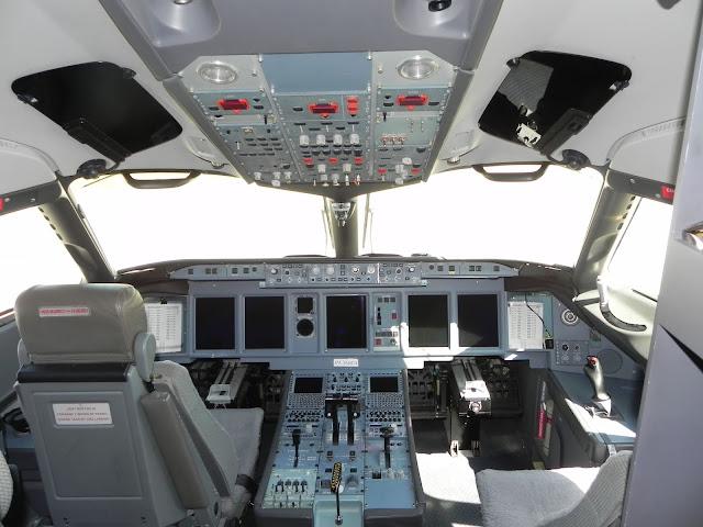 Sukhoi Superjet 100 Kokpit