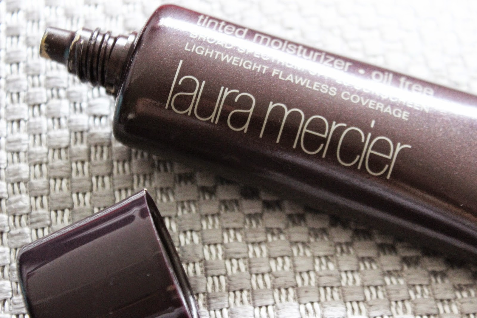 Laura Mercier Oil-Free Tinted Moisturizer // Review