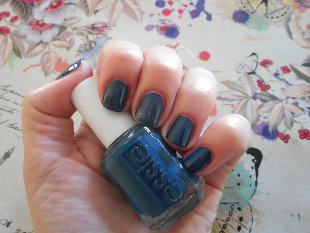 Essie Winter 2017 Collection - On your mistletoes