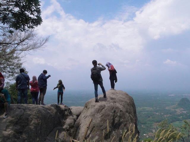 Puncak Wisata Gunung Munara Bogor