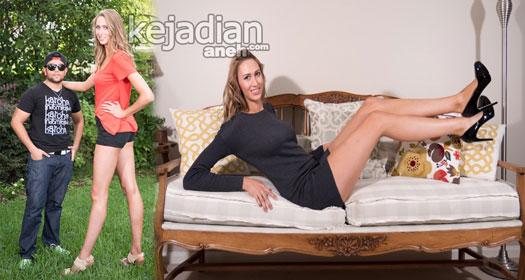 Model Cantik dengan Kaki Jenjang 4 Model Cantik Pemilik Kaki Terpanjang Di Dunia