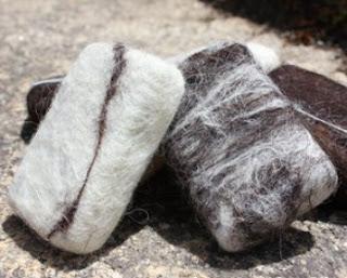 Sabonete Esfoliante envolvido em Lã Natural de Ovelha