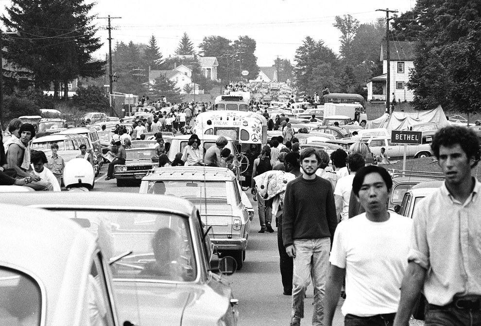 the impact of the woodstock festival on people At woodstock, it was precisely the coming together of so many thousands of young people that gave the event its power, and that power was at once symbolic and real people there felt a sense of connection, and felt that the connection was tied to something bigger than the fact that there was a big rock festival going on.
