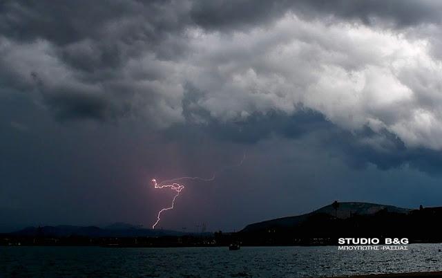 Ισχυρή καταιγίδα στο Ναύπλιο (βίντεο)