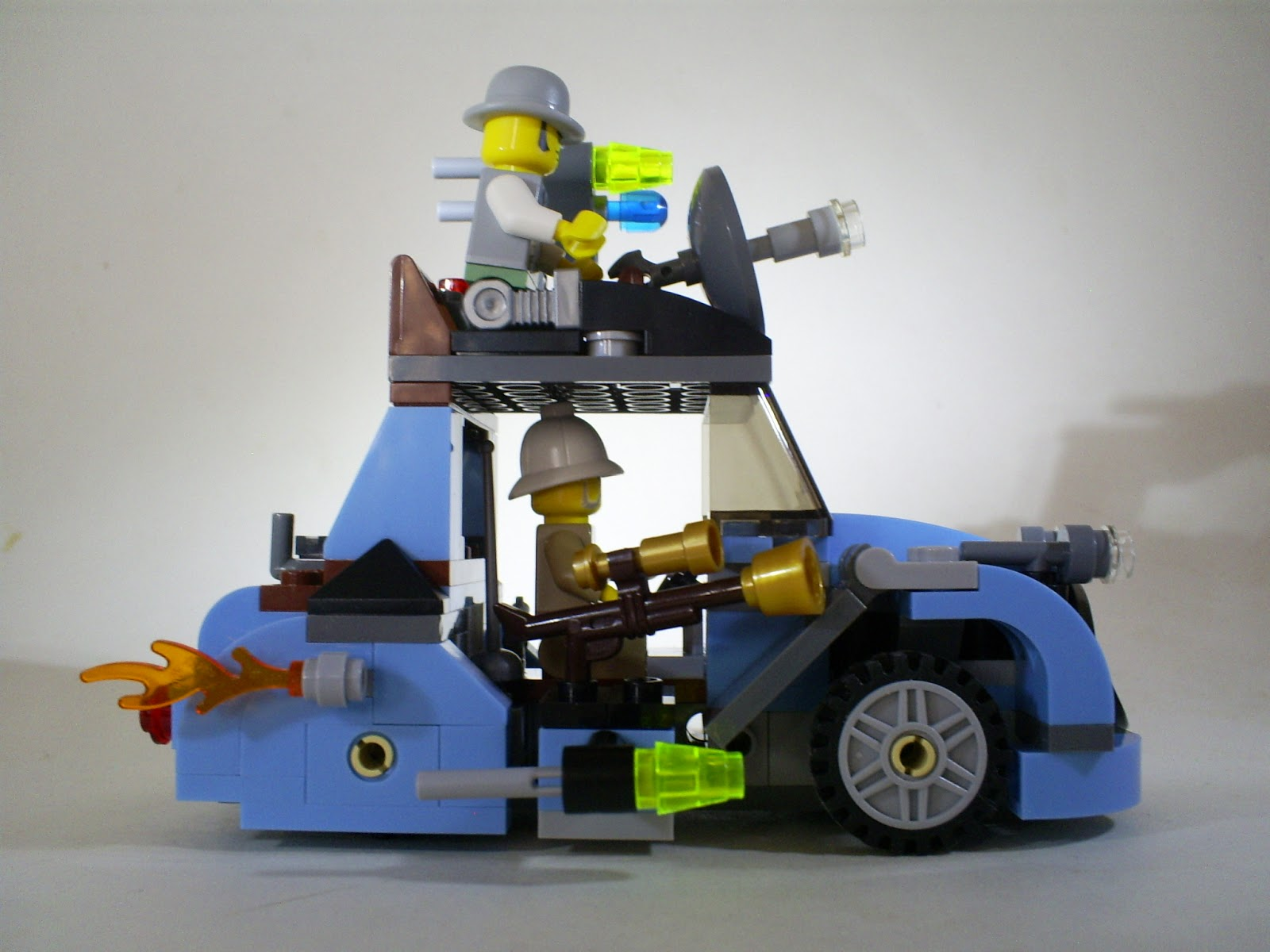 That Figures  REVIEW  Lego Monster Fighters The Crazy Scientist and     Alongside the heroic Monster Fighters figures you ll also find what Lego  describes as the   Hero  or Hero s  Car   Constructed from blue and grey  bricks