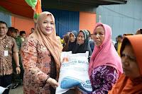 Pemkab Bima dan Bulog Salurkan Bansos Rastra ke 39.995 KPM